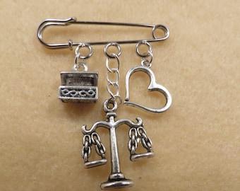 Shakespeare Merchant of Venice kilt pin brooch (38mm)