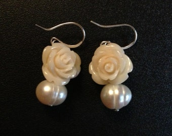 Freshwater pearl earrings with white ROSE