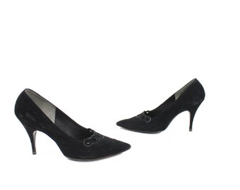 Vintage 50s Stiletto Heels Pumps Shoes Black Nubuck Leather Pumps Pointed Toes Perforated Rings Womens Fashion Footwear 1950s Size 8