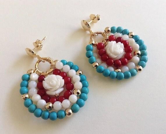 Zarcillos Blanco azul y coral rojo. Aretes Largos por Sifrimania