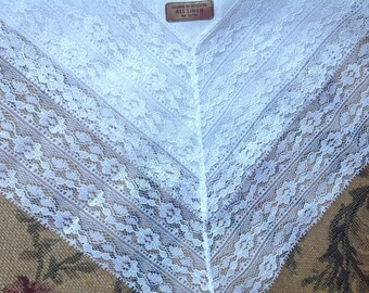 VINTAGE LACE HANDKERCHIEF. Wedding handkerchief. Unused. With tag. Handkerchief with lace. White lace handkerchief.