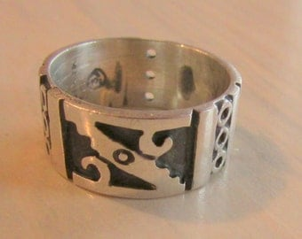 Sterling Silver Band Ring from Taxco  Size 8 1/2