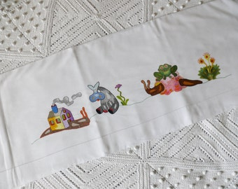 FORMER cloth embroidered crib
