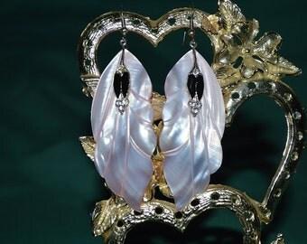 Beautiful Vintage White Mother of Pearl, Black Enamel and Rhinestone  Earrings (1017029)