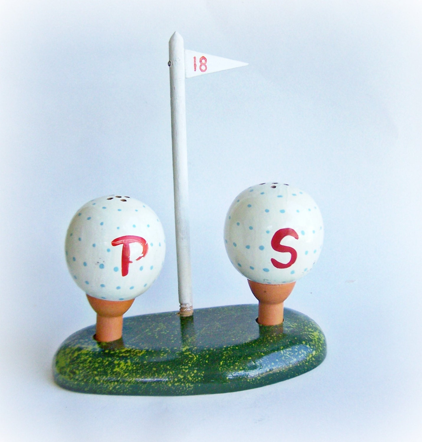 Vintage Salt And Pepper Shaker Novelty 18th Hole Golf Ball