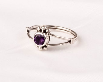 Vintage Silver ring with a fine Amethyst gem. Unique design.