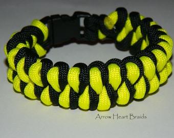 Handmade 550lb Paracord Bracelet - Growling Dog - Black & Yellow
