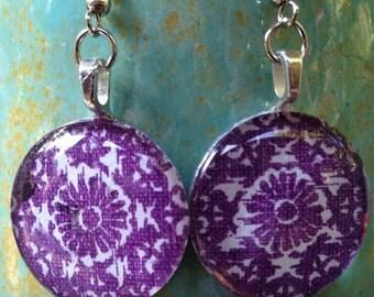 Charming circle glass dangle earrings in purple flower