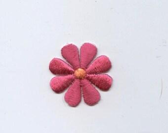 Small Daisy Flower Iron on Applique 694071