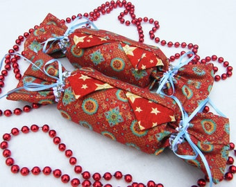 Set Of 2 Handmade Christmas Crackers In Cotton Fabrics And