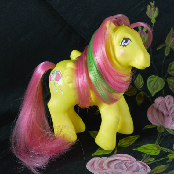Vintage My Little Pony Yellow Pegasus Pony Floater