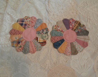 VINTAGE DRESDEN PLATE Quilt blocks place mats table top decor centerpiece