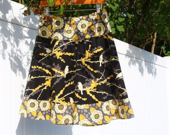 ViNtAgE yEllOw, BlAcK, AnD GrAy SkiRt, JoeL dEwBeRry GrAnTitE flOweRs WiTh SpArRoWs, A-line Skirt  hip sizes 30-56 inches