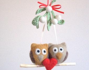 Crochet Mistletoe felted 2 owls 1 red heart ornament mobile Christmas ornament traditional Winter Weddings decoration green white mint kiss