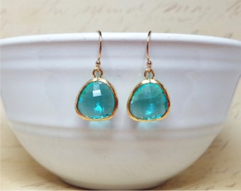 Sea Green faceted glass earrings. Dangle earrings. Bridesmaid gifts. Wedding Jewelry.