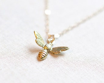 Gold Bee Necklace 18kt Gold | Dainty Gold Necklace