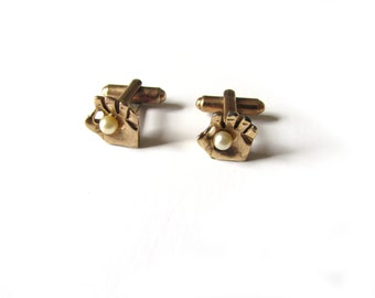 Vintage Cuff Links Hand Motif With Faux Pearl