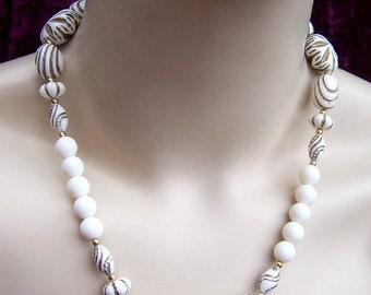 Vintage bead necklace white ceramic necklace goldtone ethnic tribal necklace (UU)