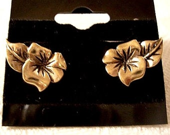 Hibiscus Flower Stud Pierced Earrings Gold Tone Vintage Avon Black Accent Swirl Scalloped Edge Layered Side Leaf