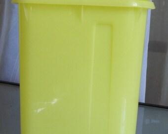 Lemon Yellow Tupperware Pitcher, 1 Quart, Vintage Kitchen Serving, Beverage Dispenser Container, Storage, Classic Tuperware