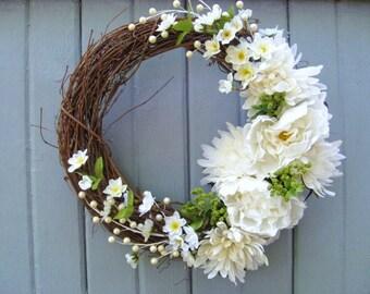 Rustic Wedding Decoration, Wedding Wreaths, White Wreath, Cottage Chic Wedding Decor, Shabby Style Romantic Wedding Wreath, Floral Wreath
