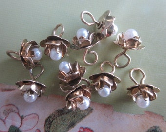 12 Tiny Roses With Pearl Center And Hooped Backs