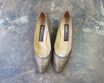 SALE 8 / Vintage Wing Tip Heels / Taupe Leather Women's Shoes / Bally Of Switzerland Pumps
