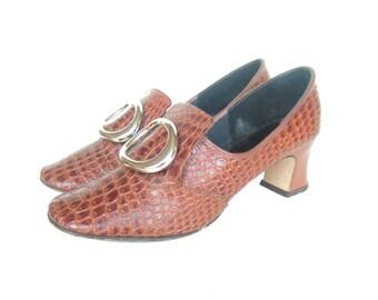 UK 5 Vintage 60s mod brown moc croc pilgrim shoes with oversize gold buckle EU 38 US 7