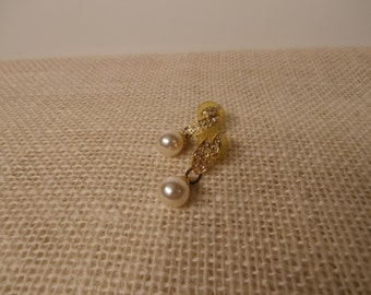 Vintage faux pearl and rhineston pierced earrings V0025