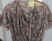 Very pretty 70s womens light weight blouse