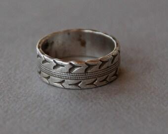 Vintage Sterling Silver Band Ring JD Schlang Bird Design Wedding Band Promise Ring Cigar Band Size 4 1/2 1950's // Vintage Designer Jewelry