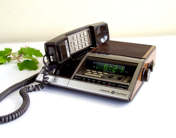 vintage 80s ge am fm radio alarm clock by thewhitepelican on etsy. Black Bedroom Furniture Sets. Home Design Ideas
