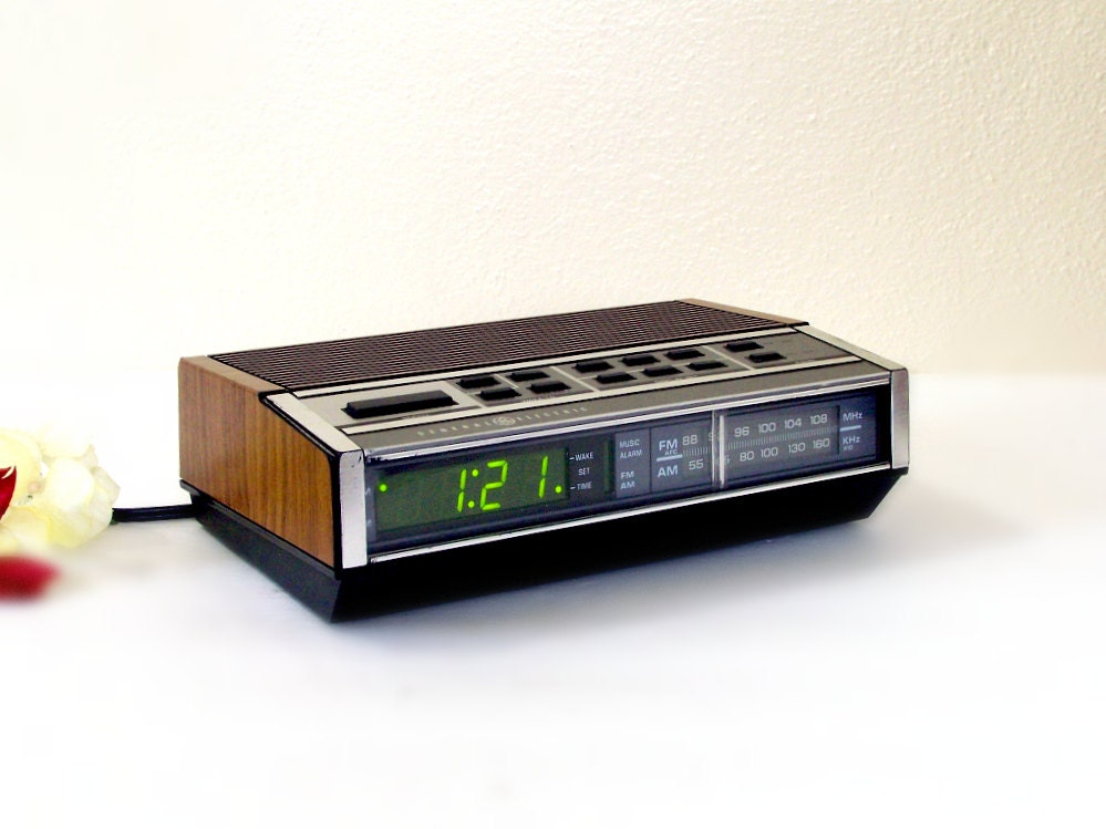 vintage ge alarm clock radio general electric by thewhitepelican. Black Bedroom Furniture Sets. Home Design Ideas
