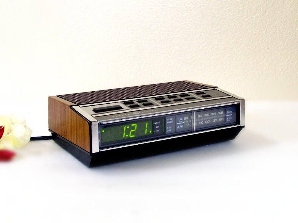 vintage ge clock radio music search engine at. Black Bedroom Furniture Sets. Home Design Ideas