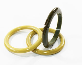 1930s bakelite bangles pea soup olive green carved flying saucer swirl end of day stack set trio