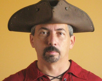 New Medieval Renaissance SCA Larp Tricorn Pirate Leather Hat - Serie Black Flag
