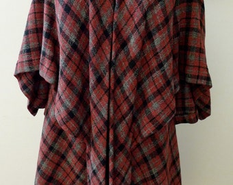 Vintage 1950s Cape Coat in Red Plaid Tartan with Marblette or Bakelite clasp