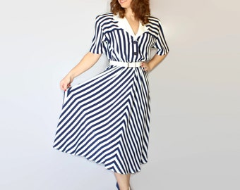 80s striped dress. Navy blue white stripes. Twee shirtwaist dress. Vintage swing dress. Chevron. Size Large. Summer dress. Flared dress.