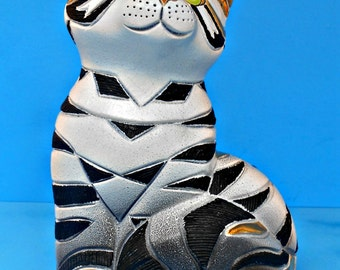 Artesania Rinconada Tabby Kitty Cat, Large Wildlife Collection, Made in Uruguay, Hand Carved, Black and White Feline, 18 carot gold accents
