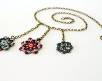 Textile boho macrame flowers necklace green magenta