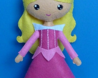 PDF sewing pattern to make a felt doll inspired in Sleeping Beauty