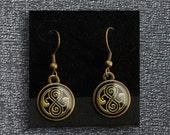 Doctor Who earrings – Seal of Rassilon – Time Lord Seal – Gallifreyan writing / symbol – cosplay jewellery / jewelry accessory