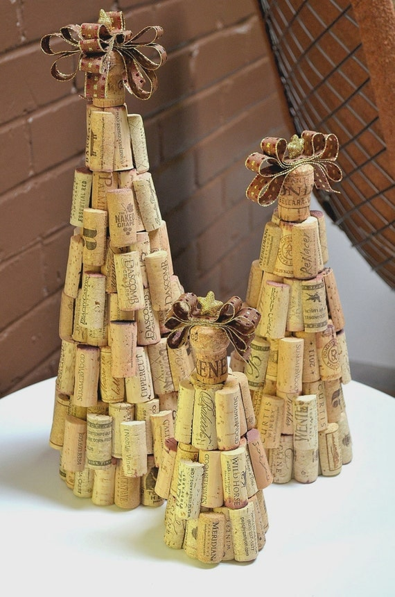 Rustic cork christmas tree for Wine cork crafts guide