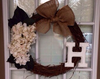 18'' Grapevine Wreath w/ Personalized Initial