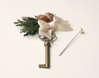 Woodland key boutonniere, Woodland whimsy key for groom, Pinecone boutonniere, Whimsical groomsmen pin, Key buttonhole, Pinecone wedding