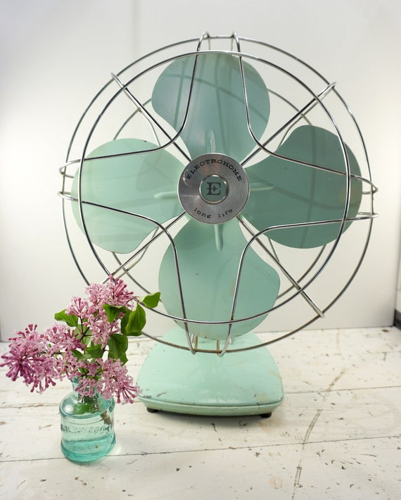 Gifts For A Farmhouse Decor Fan: Industrial Decor // Farmhouse Decor // Metal Electric Fan