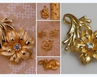 Vintage Gold Flower Pendant