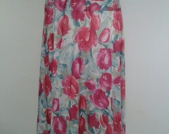 Vintage skirt with Floral pattern Size Medium UK 12 14