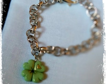 Polymer Clay green four-leaf clover Bracelet with golden nuances - Limited edition