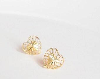Gold heart earrings, Shiny filigree heart stud earrings, 22K gold plated brass, Bridesmaid earrings, Wedding Jewelry